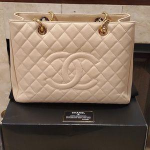 💯%Authentic Chanel Caviar Grand Shopper Tote